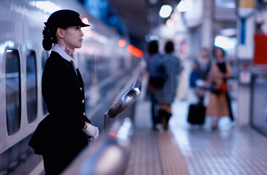 Shinkansen stewardess, Tokyo Station